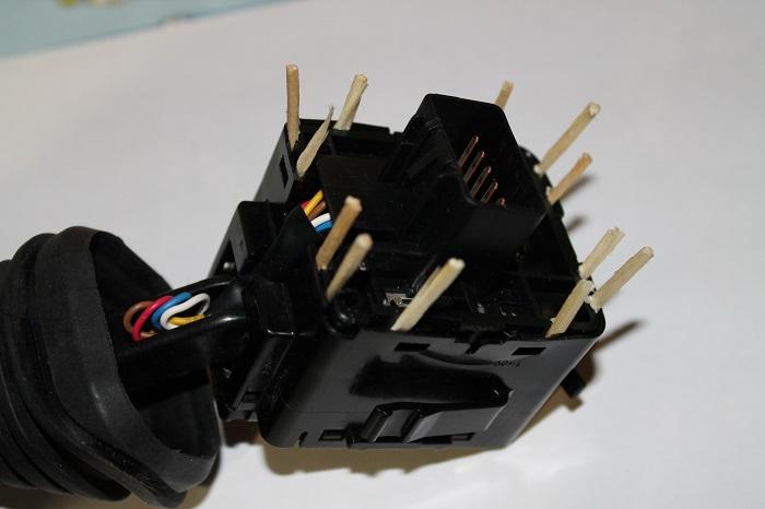 Переключатель ПТФ, разборка корпуса переключателя освещения