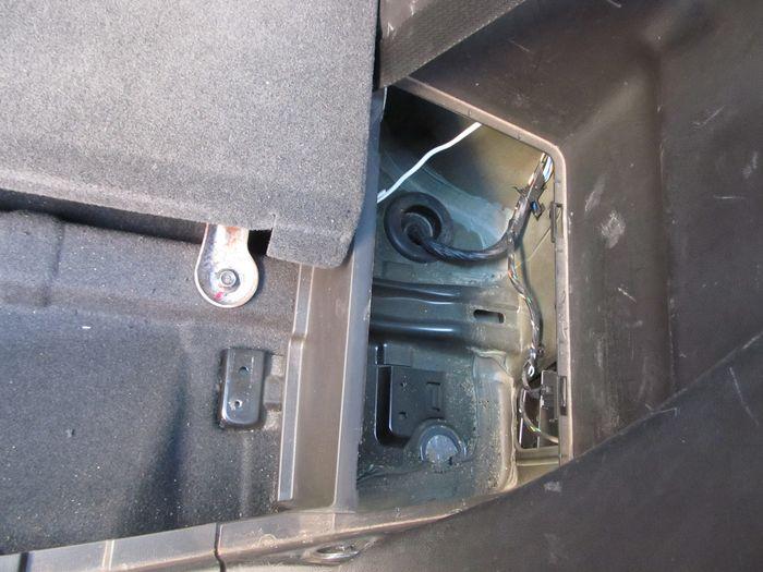 Автокорректор фар. Отверстие для прокладки кабеля