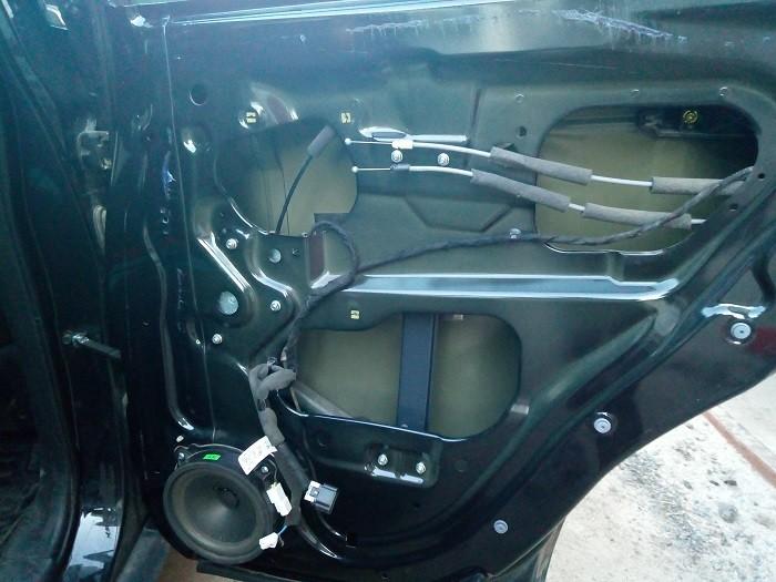 Внешний вид разобранной задней двери Chevrolet Captiva C140