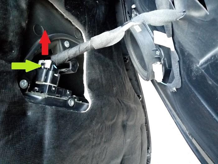 Отключение разъема стеклоподъемника Chevrolet Captiva C140